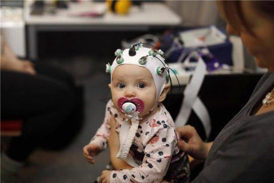 婴儿大脑反应预测中学的阅读速度