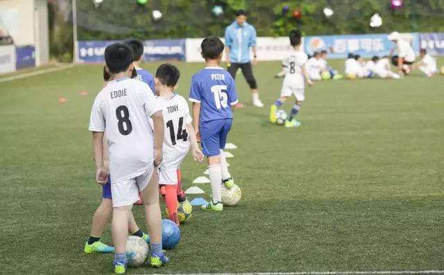 具有良好运动技能的男孩也可以解决问题