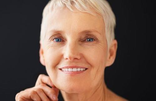 独立性测试应该询问更多的老年人