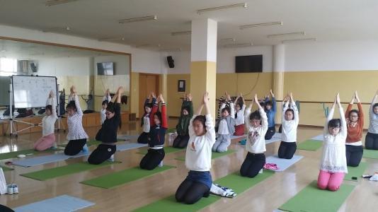 校园瑜伽可以帮助孩子更好地控制压力和焦虑