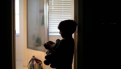 科学家们揭示击鼓有助于学童被诊断患有自闭症