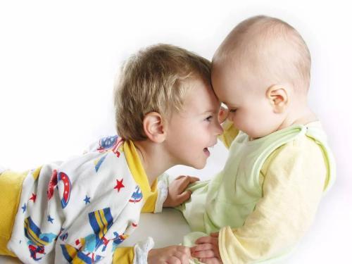 细心的成年人会增加孩子的同情心