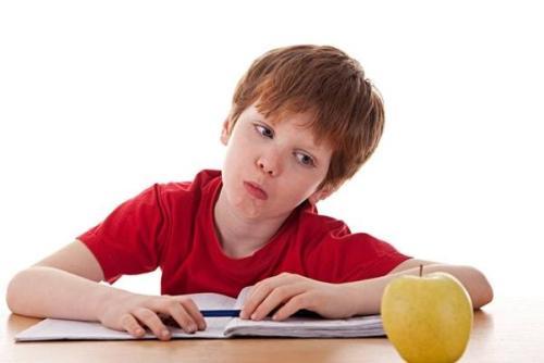 我们该如何处理无法阅读的男孩?