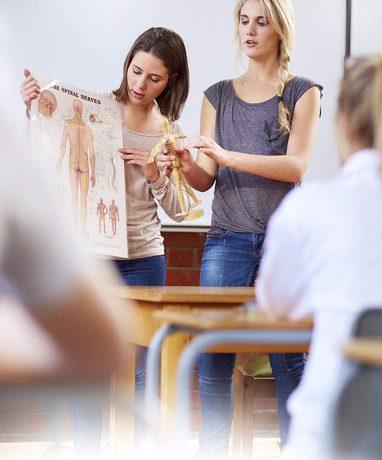 全国各地的学区正在实施教师教学和学生学习的创新方式