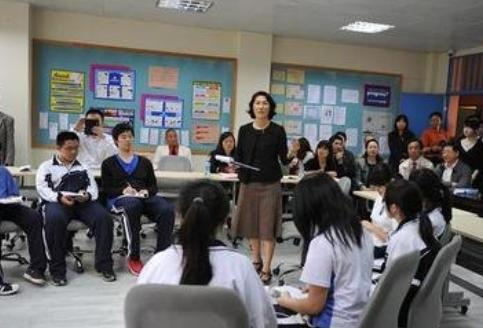让不情愿的学生分享他们的见解来促进有意义的课堂讨论的