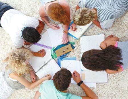 要求学生在被期望知道并应用之前至少有三次学习的机会