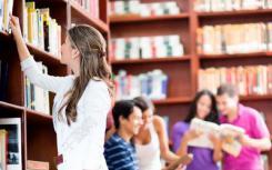 被忽视的学生如何成为她所在的同一所高中的屡获殊荣的老师