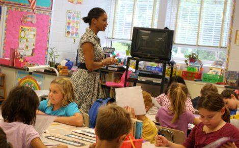 鼓励教师在知识渊博的学生的帮助下学习技术