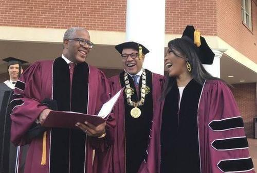 亿万富翁罗伯特F.史密斯支付莫尔豪斯学院毕业生的学生贷款