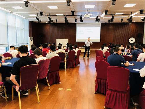 IIM艾哈迈达巴德为特许会计师开展管理培训课程