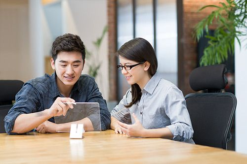 对于在美国招聘人数较多的IT专业人员而言员工成本飙升