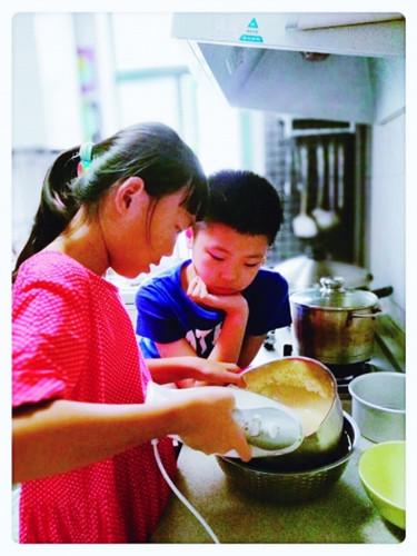 9岁女孩在家开美食培训班