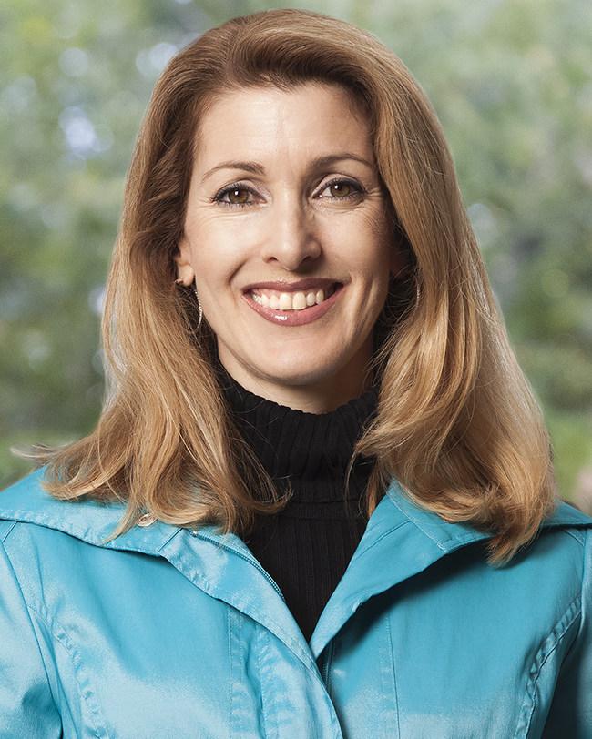 科琳·沃克被任命为新的极光高等教育中心首席执行官