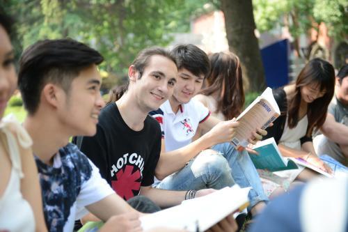 以争取国际学生联盟 以追求Rainforest XPRIZE