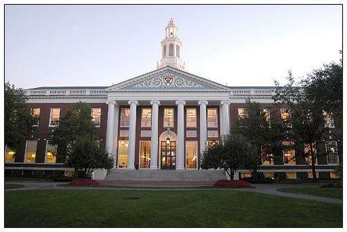 哈佛商学院研究全球校友对社会的影响