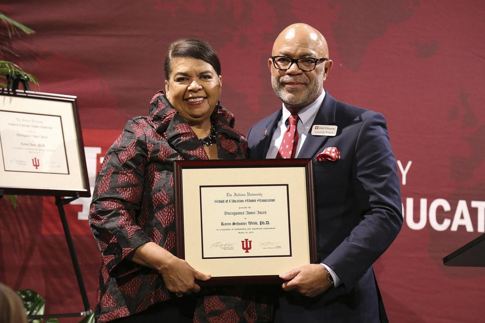 Karen Schuster Webb博士获得印第安纳大学教育学院的最高校友奖