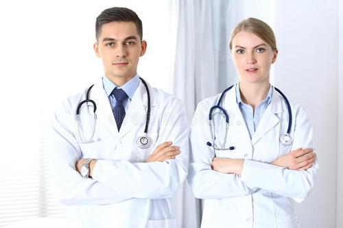 选择五名医师在顶级国际学术中心接受运动障碍临床和研究培训