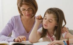 教师利用他们在制书和教学方面的综合知识融合艺术与学术