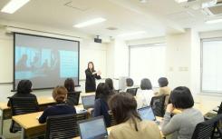 IUV大学颁发健康教育研究生学位