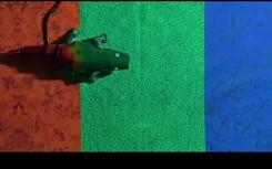 这种受变色龙启发的机器人人造皮肤可以立即改变颜色