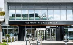 法尔茅斯大学是英国最好的培养商业头脑的大学