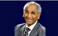 教育家Jagdish Gandhi博士被英国女王大学授予他的第六个荣誉博士学位