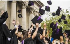 71%的国际学生毕业后打算留在英国工作
