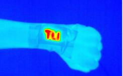 轻巧的电腕带加热器可提供持续便携的温暖